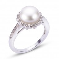 Fresh Water Pearl and Diamond Ring